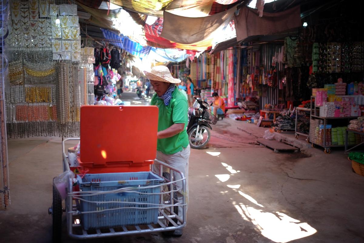 market seller f 14